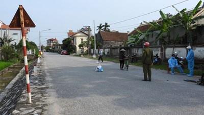 Hưng Yên: Nhân viên quán bia, người bán hoa chợ Quảng Bá mắc Covid-19