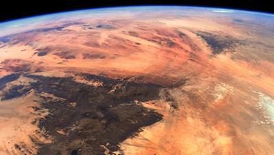 Bức ảnh chụp khoảnh khắc Trái Đất trông giống sao Hỏa