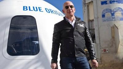 Hơn 63.000 người muốn tỷ phú Bezos 'không trở về Trái đất'