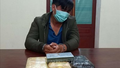 Nghệ An: Bắt giữ đối tượng vận chuyển số lượng lớn ma túy