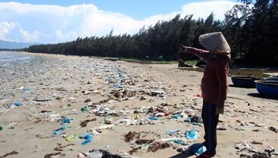 Báo động rác thải ở một xã đảo