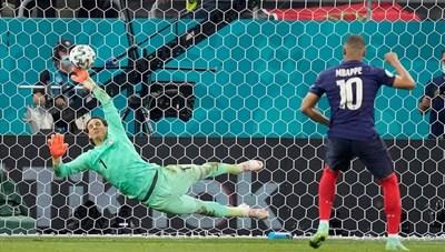EURO 2020: Khi tử thần cũng lu mờ