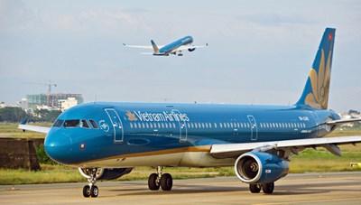 Nợ công sẽ đội cao nếu Chính phủ 'cứu' Vietnam Airlines