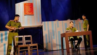 Liên hoan sân khấu 'Hình tượng người chiến sĩ CAND': Nhiều vở diễn nóng tính thời sự
