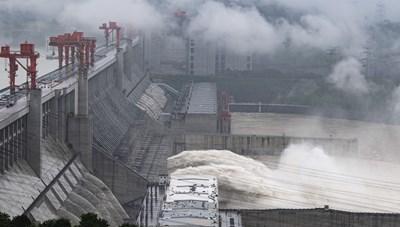 Lũ lụt nghiêm trọng ở Trung Quốc: Hồ chứa Tam Hiệp vượt mức báo động