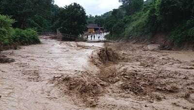 Chủ động ứng phó với mưa lũ, sạt lở đất