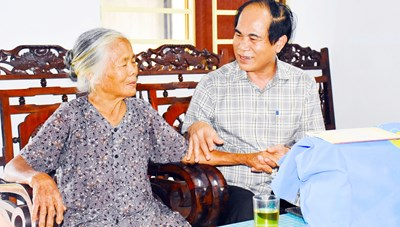Gia Lai: Thăm, tặng quà gia đình chính sách
