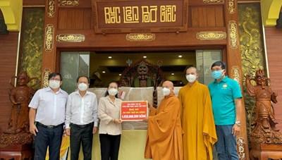 BẢN TIN MẶT TRẬN: Trung ương Giáo hội Phật giáo Việt Nam tặng TP HCM 6 máy thở
