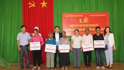 Quảng Ngãi: Bàn giao 10 nhà Đại đoàn kết cho hộ nghèo
