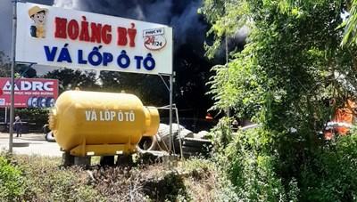 Quảng Nam: Cháy lớn cơ sở vá lốp ô tô