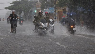 Hôm nay, Hà Nội nhiều mây, có lúc có mưa rào và dông