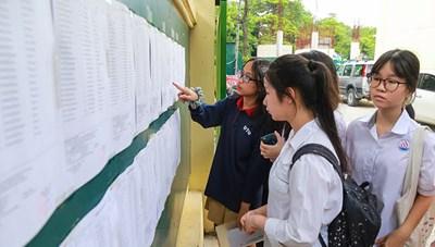 Thi vào lớp 10 tại Hà Nội:  Điểm chuẩn trường top đầu vẫn 'chót vót'