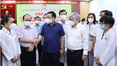 BẢN TIN MẶT TRẬN: Nhân viên y tế chi viện cho các tỉnh phía Nam: Mệnh lệnh từ trái tim