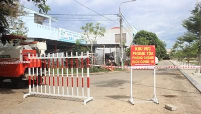 Bên trong khu dân cư bị phong tỏa vì dịch tại tỉnh Quảng Nam