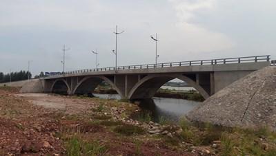 Gần 50 tỷ xây cầu thông thủy mà 'thủy không thông'