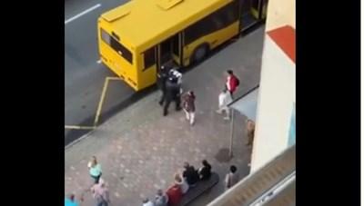 Cảnh sát Belarus lên nhầm xe buýt khi áp giải người biểu tình