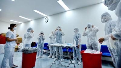 Tranh thủ từng phút cứu bệnh nhân Covid-19 ở Đà Nẵng