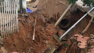 Lai Châu: Hố tử thần xuất hiện, 3 hộ dân phải di dời trong đêm