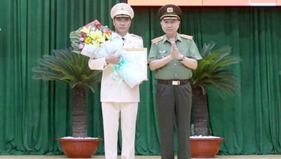 Thêm một Phó GĐ Công an TP HCM được thăng hàm tướng