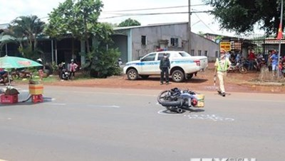 Mất lái khi cố vượt xe container, một nam thanh niên tử vong tại chỗ