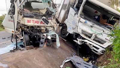 Va chạm giữa hai xe tải, hai người thương vong
