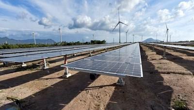 Phát triển năng lượng tái tạo: Giải tỏa áp lực thừa công suất