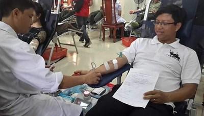 Thầy giáo trường y, 11 năm 22 lần hiến máu