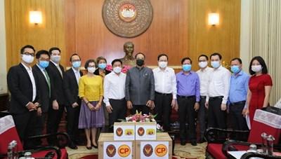 BẢN TIN MẶT TRẬN: Chủ tịch Trần Thanh Mẫn tiếp nhận ủng hộ 1 tỷ đồng từ các doanh nghiệp Thái Lan