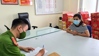 Khởi tố nữ nhân viên kế toán làm giả giấy đi đường để đưa người về quê