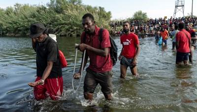 Làn sóng người di cư đổ về biên giới Mỹ - Mexico
