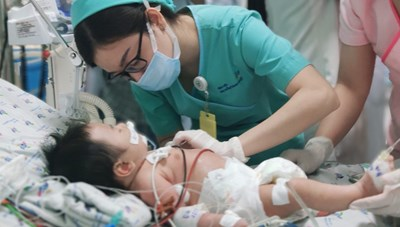 Bé sơ sinh ngộ độc nặng vì mẹ bầu ăn quá nhiều củ dền