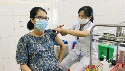 Khẩn trương tiêm vaccine phòng Covid-19 cho phụ nữ mang thai