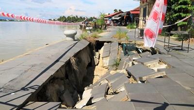 Bờ kè trăm tỷ bảo vệ phố cổ Hội An: Xuống cấp nghiêm trọng