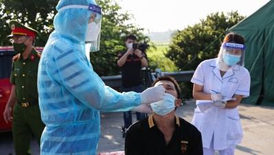 Hà Nội: Hơn 300 cán bộ y tế đến Hà Nam chống dịch