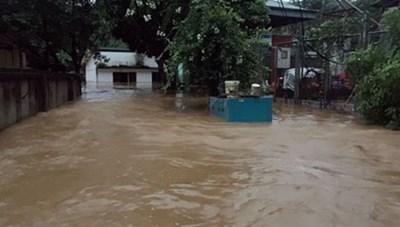Lào Cai: Mưa lớn gây ngập nhà dân, tắc nghẽn giao thông