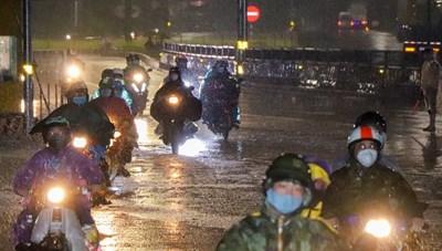 Bảo đảm cho người dân về quê qua khu vực bão, lũ an toàn