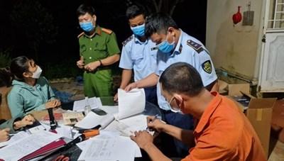 Gia Lai: Tạm giữ xe 'luồng xanh' vận chuyển thuốc lá nhập lậu