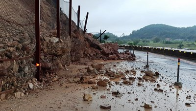 Thanh Hóa - Nghệ An: Nhiều tuyến giao thông sạt lở nghiêm trọng
