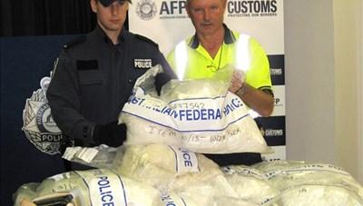 Bắt giữ một vụ ma túy, cứu sống 225 người