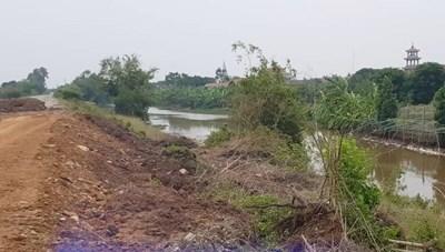 Đê hữu sông Đáy sạt lở nghiêm trọng
