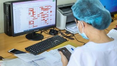 Hà Nội: 3 nhân viên y tế mắc Covid-19 thuộc chùm ho sốt thứ phát