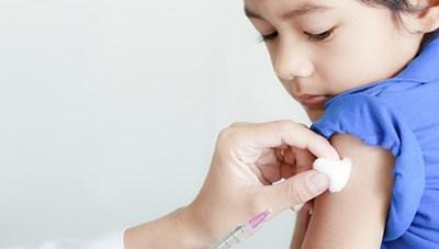 Tiêm vaccine Covid-19 cho trẻ em: Cẩn trọng từng bước