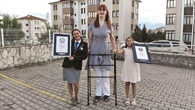 Người phụ nữ cao nhất thế giới