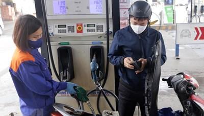 Giá xăng tăng ảnh hưởng quá trình phục hồi kinh tế