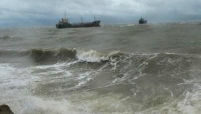 Bão số 9: Cảnh báo mưa dông gió mạnh, sóng lớn trên biển