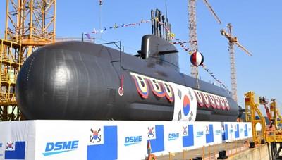 Hàn Quốc hạ thủy tàu ngầm Ahn Mu trang bị tên lửa đạn đạo