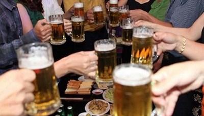 Gia tăng số người uống rượu, bia ở cả hai giới