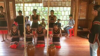Người trẻ bảo tồn nét đẹp văn hóa dân tộc