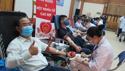 Tiếp nhận và truyền máu: Luôn đảm bảo tiêu chí 3A