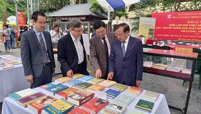 NXB Chính trị quốc gia Sự thật triển lãm sách